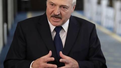 Лукашенко предостерег врачей от переезда в Польшу для борьбы с коронавирусом