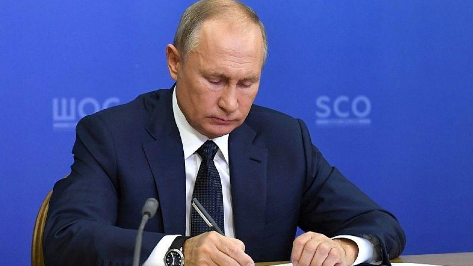 Вчера: Дмитрий Гордон: Кабаева умоляет Путина уйти в отставку