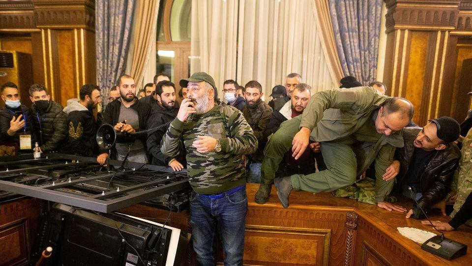 Армянская оппозиция намерена изменить условия мирного соглашения