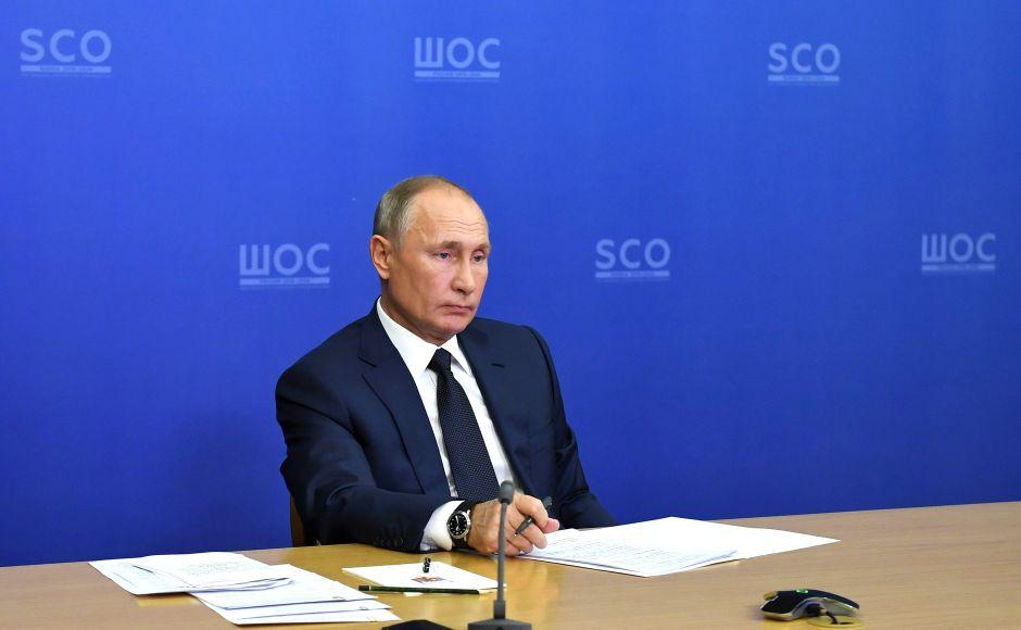 Путин заявил о скорой регистрации третьей российской вакцины от коронавируса