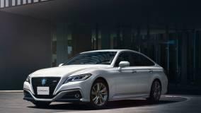 Toyota официально представила обновленный Crown