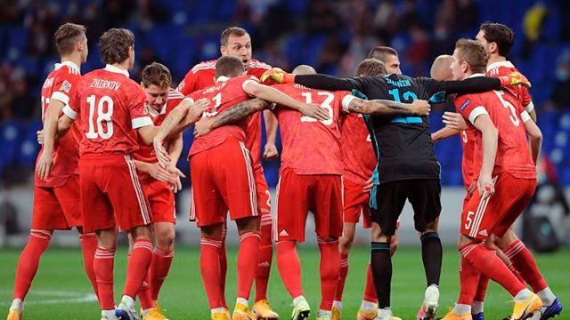 Сборная России потеряла пять мест в рейтинге ФИФА