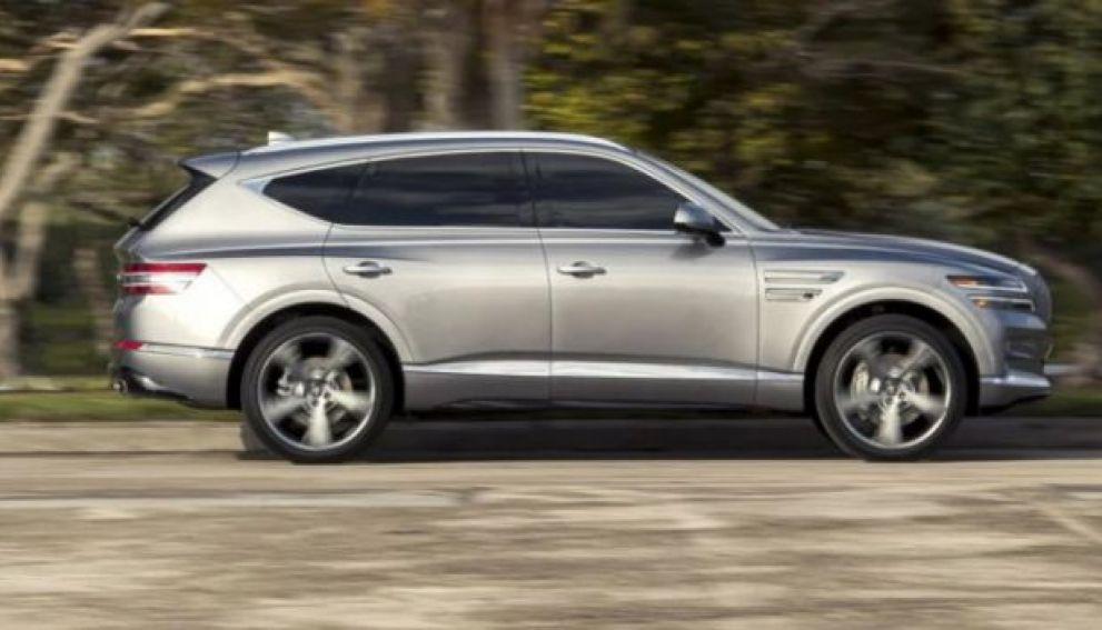 Двум вице-губернаторам Ленобласти купят машины «для пассажиров» за 12 млн рублей