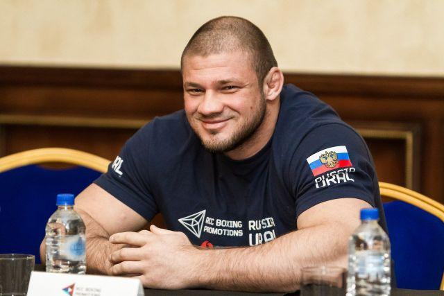 Штырков считает, что Исмаилов испытывает больше давления перед боем