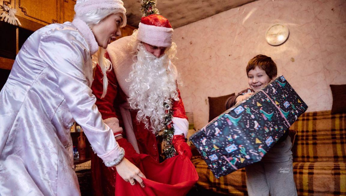 На Кубани новогодние подарки детям из малообеспеченных семей доставят на дом