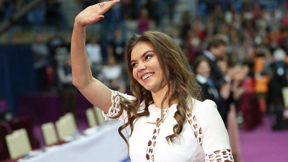 Вчера: «Родившая» Алина Кабаева вышла в свет
