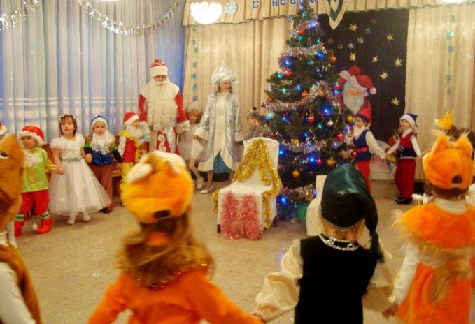 В Татарстане не планируют отмену новогодних елок в детсадах и школах
