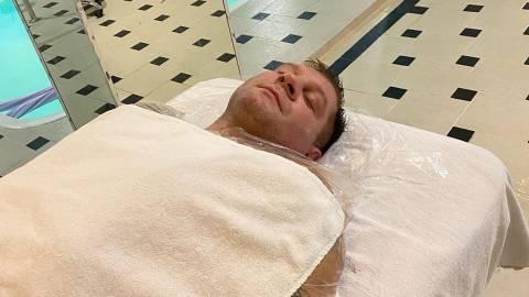 Александр Емельяненко заинтриговал очередным фото, в Инстаграме его троллят