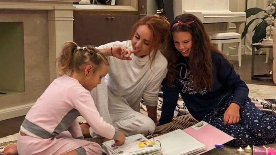 Певица МакSим показала редкое семейное фото с двумя дочерьми