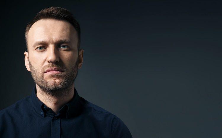 Навальный подал иск к Пескову из-за обвинений в сотрудничестве с ЦРУ