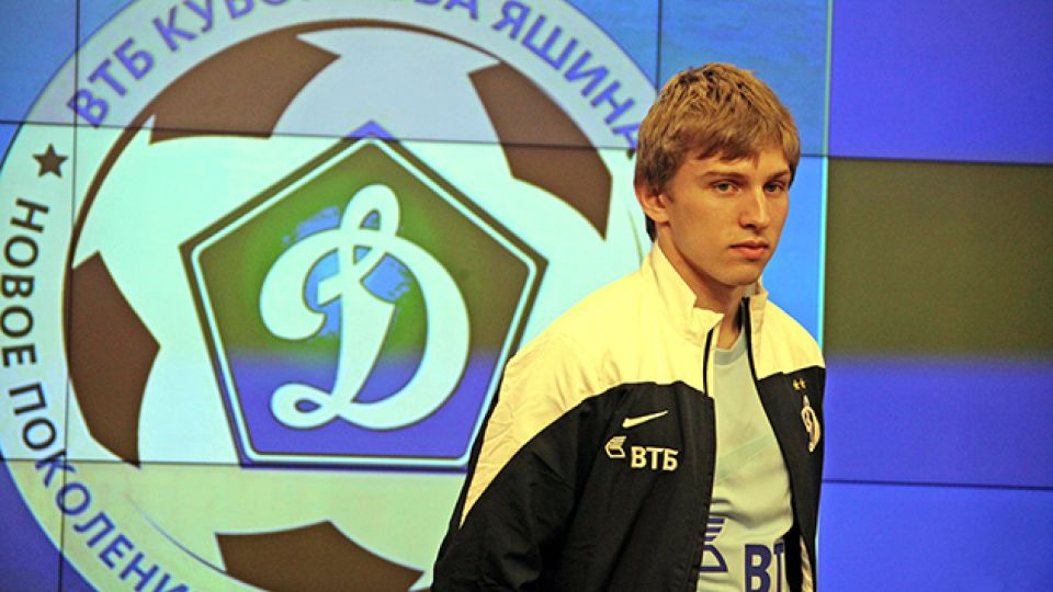 Российского футболиста отстранили от игр в США из-за отказа встать на колено