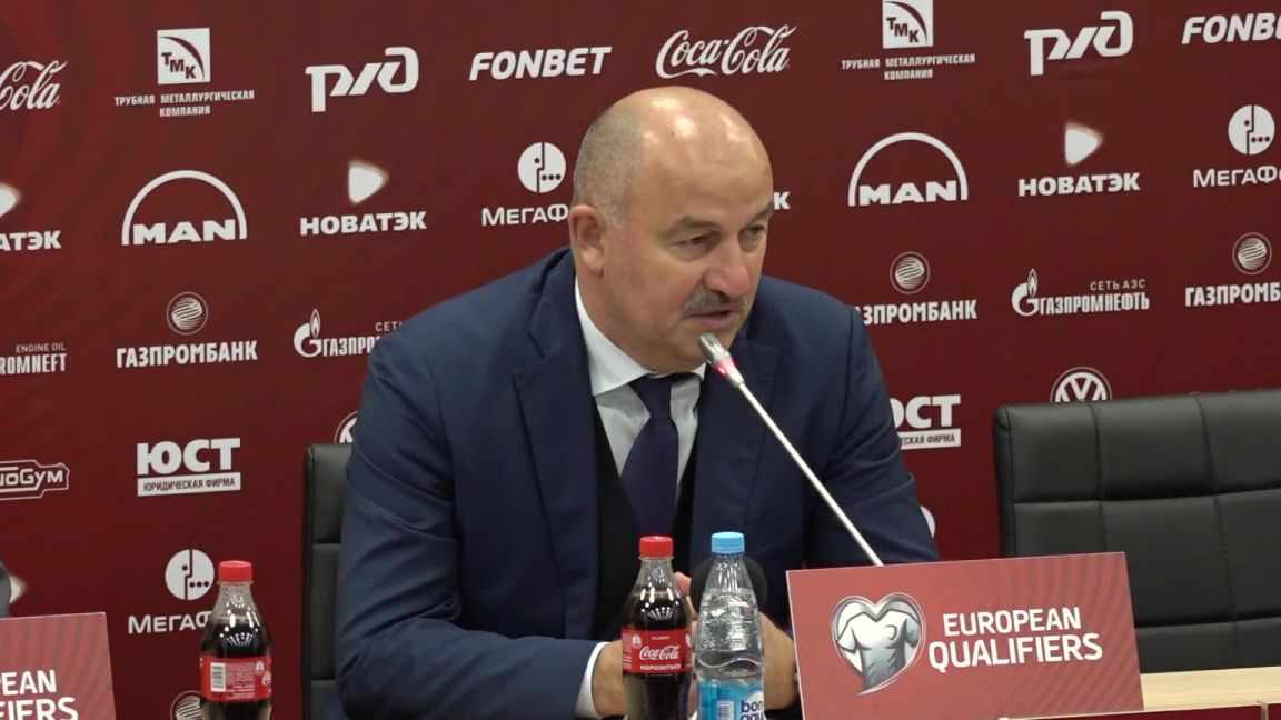 В эфир попал разговор Черчесова об отставке после пресс-конференции