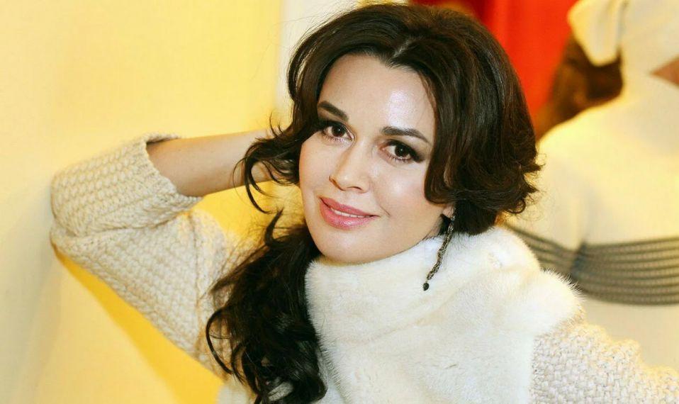 Дочь Заворотнюк опровергла информацию о съемках актрисы в передаче Малахова