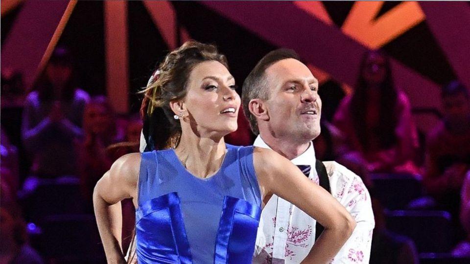 Регина Тодоренко поцеловала Романа Костомарова в губы в эфире Первого канала
