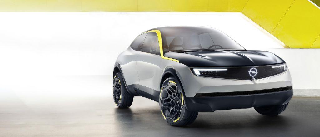 Компания Opel представила новые логотип и цвет бренда