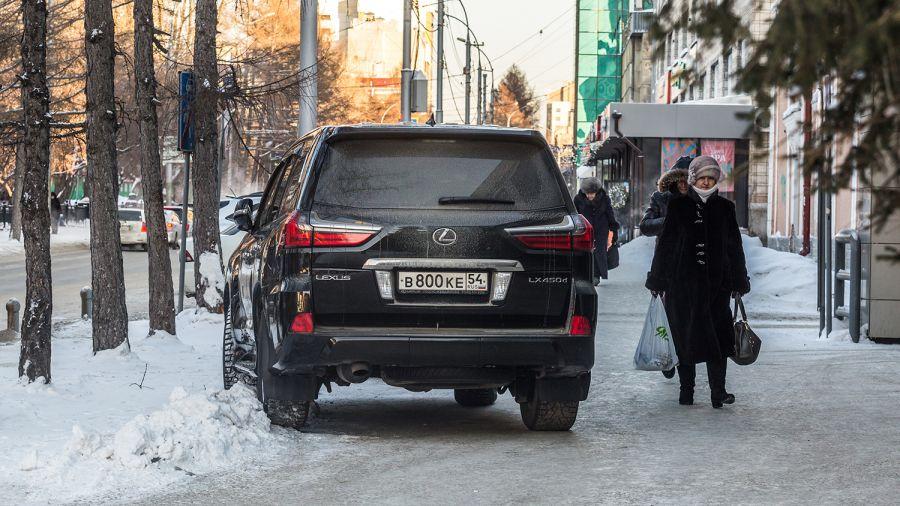 Более 40 тысяч люксовых автомобилей отправили на спецстоянки в Москве за год