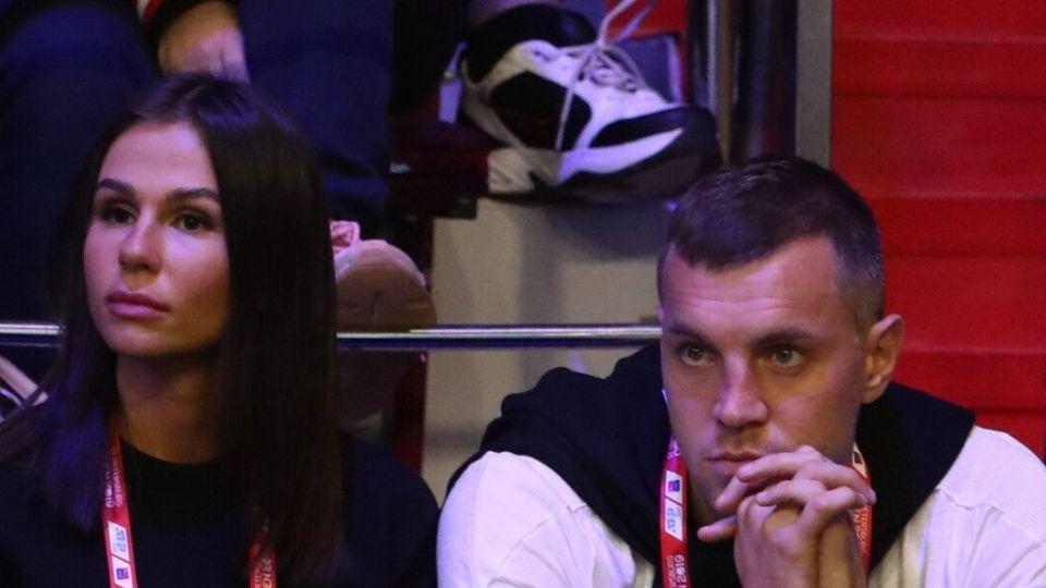Друзья Дзюбы опровергли слухи о разводе футболиста после слива видео