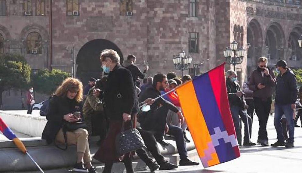 В центре Еревана начались стычки между противниками Пашиняна и полицейскими