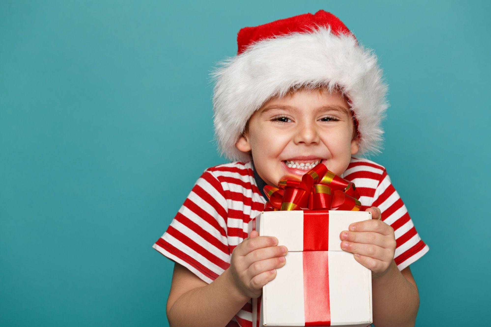 Мэр Красноярска признался, что иногда пробует новогодние подарки для детей