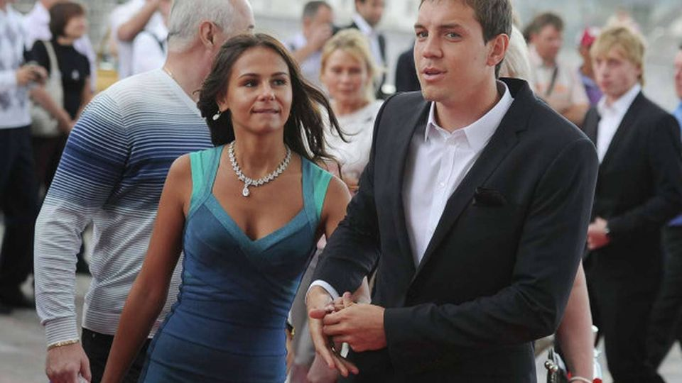 Миро посоветовала жене Дзюбы не разводиться с футболистом после скандала