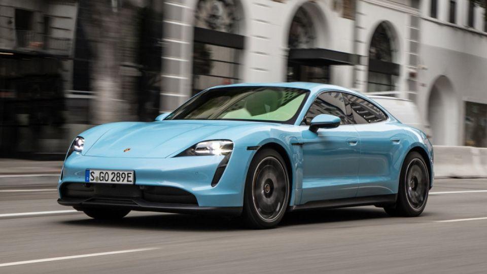 Porsche Taycan получил сертификат в России и подешевел
