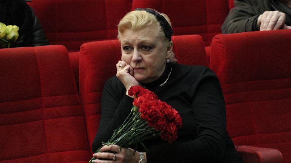 Наталья Дрожжина присвоила себе звание народной артистки и проректора университета