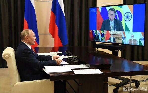 «Прагматичный лидер»: китайцев впечатлили слова Путина на саммите БРИКС