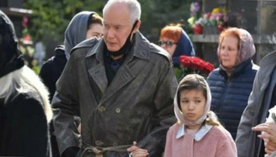 Владимир Конкин отдал осиротевшую внучку на поруки своей племяннице