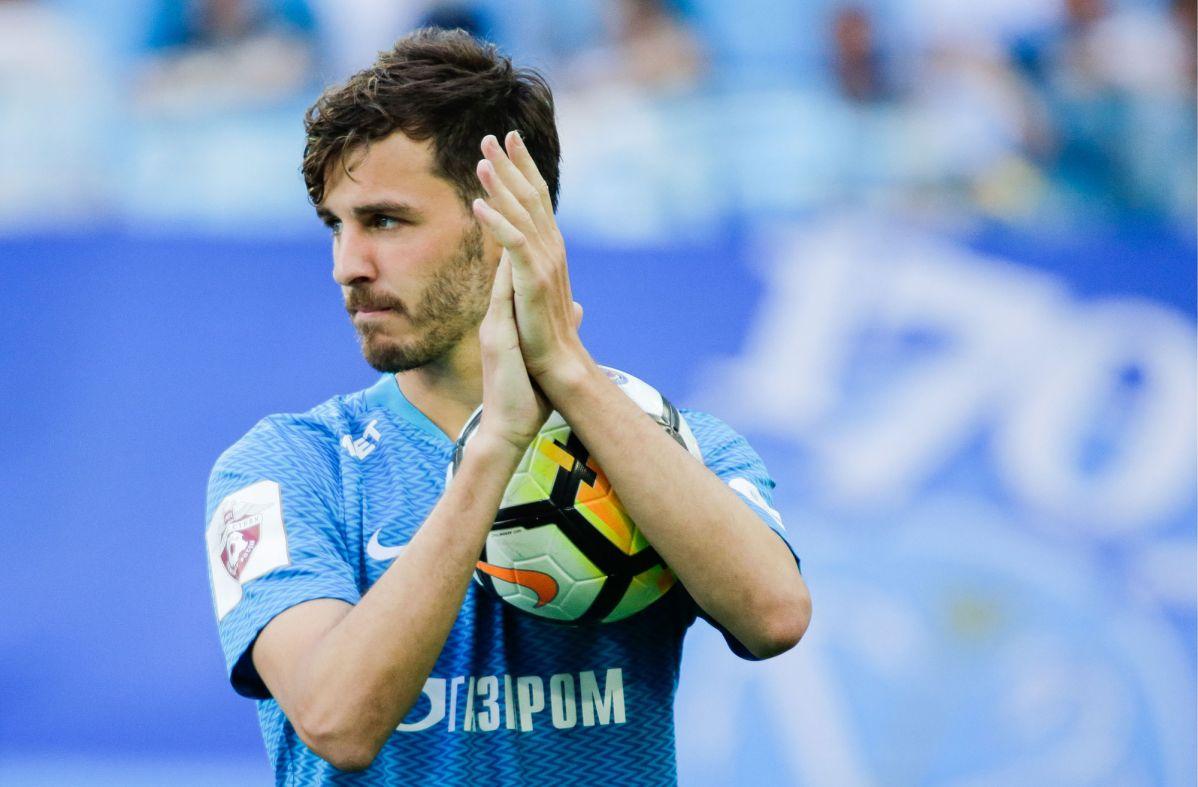 Трое футболистов сборной России сдали сомнительные тесты на коронавирус