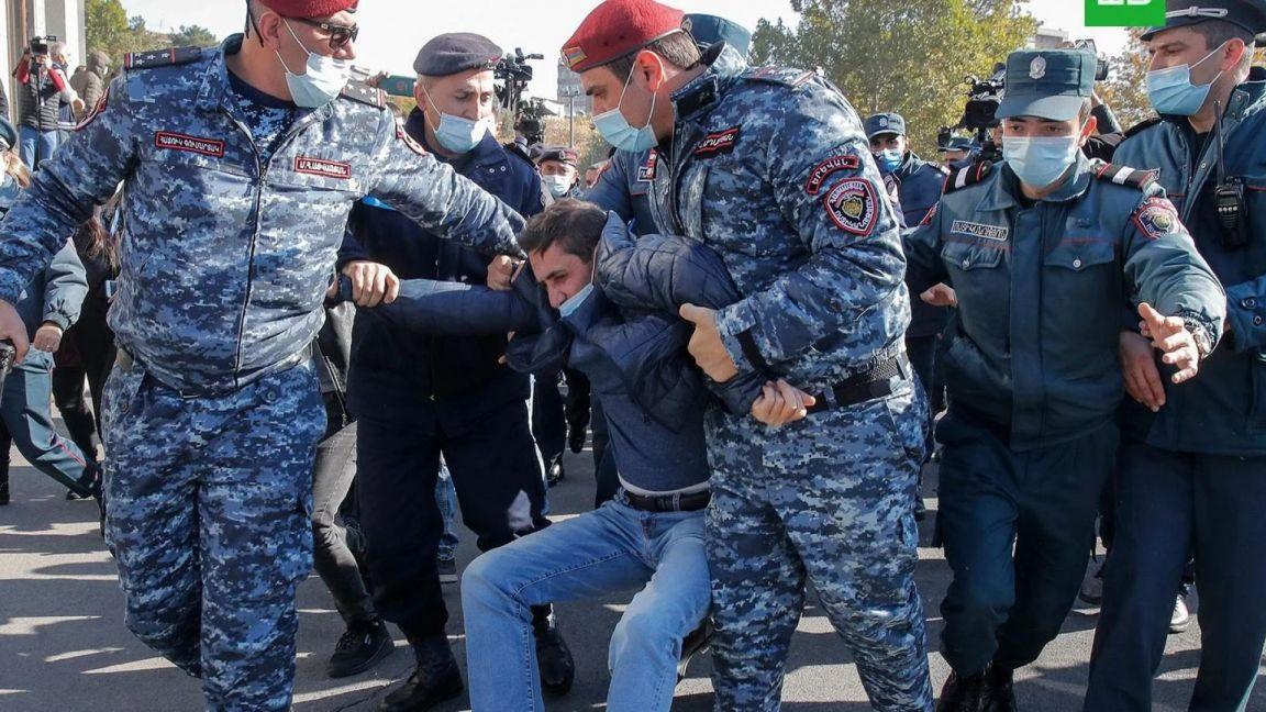 Полиция задержала более 60 человек на митинге за отставку Пашиняна