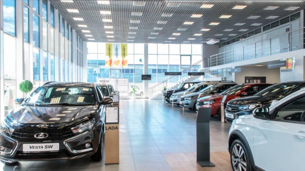 Продажи новых легковых автомобилей в РФ в январе-октябре снизились на 12,1%