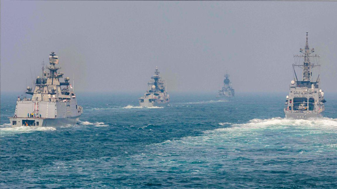 Американский эсминец «Джон Маккейн» вторгся в российские воды