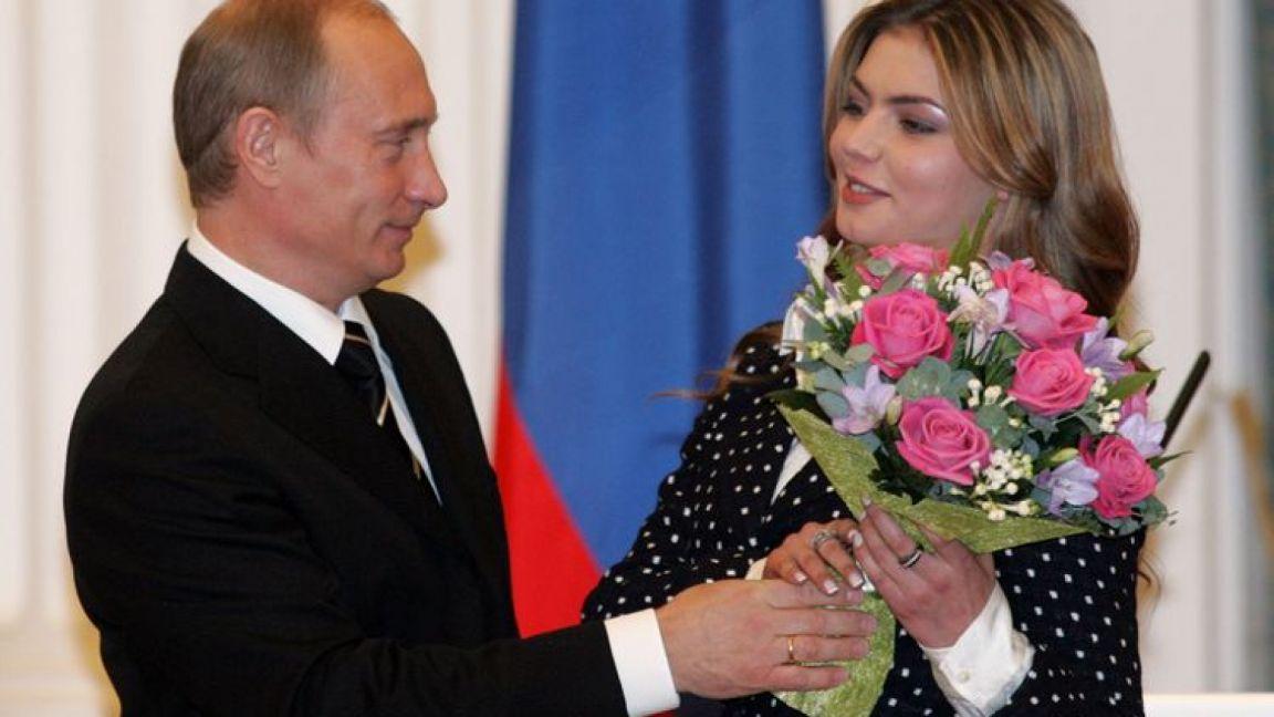 Вчера: Алину Кабаеву поздравляют с рождением второго ребенка