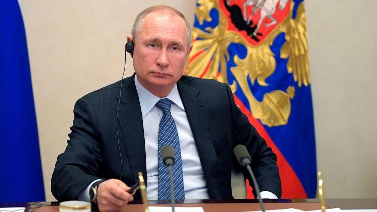 Путин поручил усовершенствовать регулирование удаленной работы
