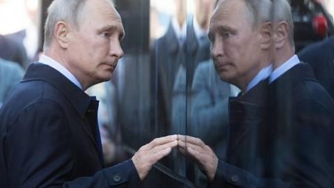 СМИ о гарантиях неприкосновенности президенту: Путин уходит