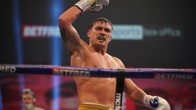 Усик победил Чисору и стал обязательным претендентом на титул WBO