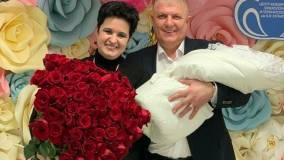Вчера: Новосибирская ведьма Елена Голунова родила дочь в 52 года