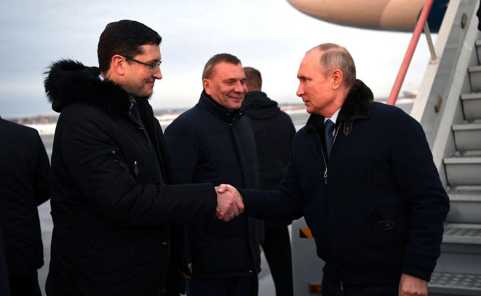 Кремль объяснил появление Путина без маски другими мерами