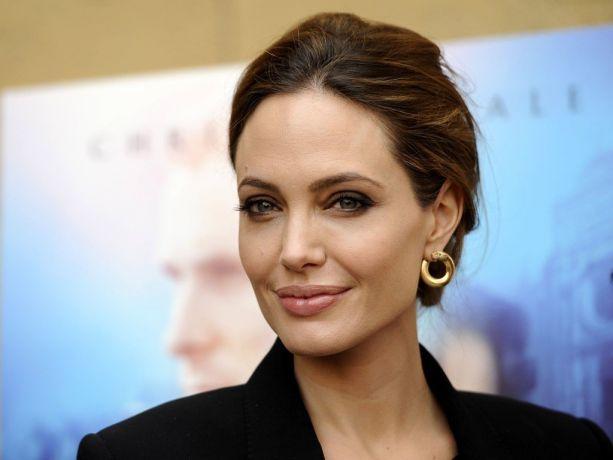 Анджелина Джоли впервые за долгое время появилась на публике вместе с младшей дочерью, но ее образ не понравился поклонникам
