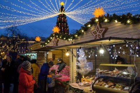 В Омской области коронавирус «выгнал» на улицы все новогодние мероприятия