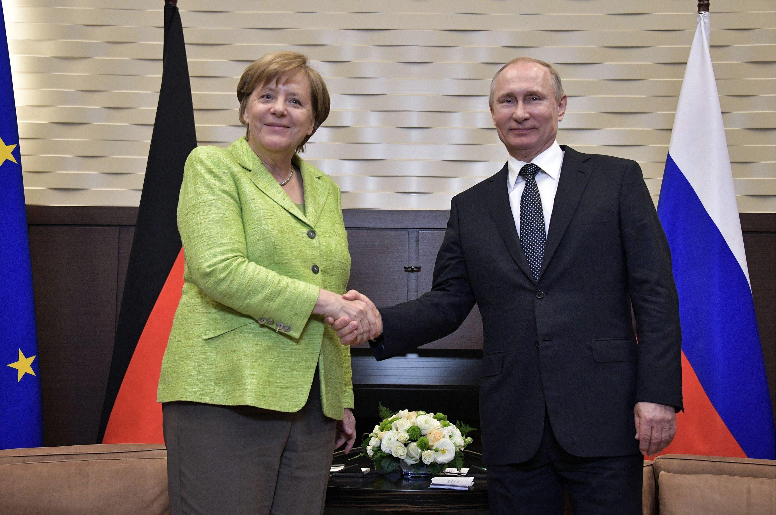 Немцы стали меньше доверять демократии в США и критичнее относиться к России