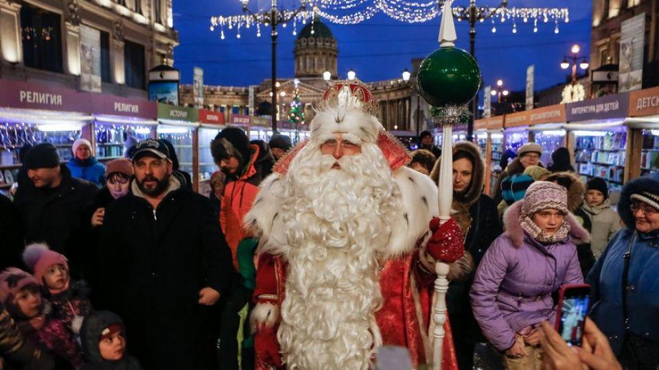 Дед Мороз из-за коронавируса в этом году не приедет на Дворцовую площадь