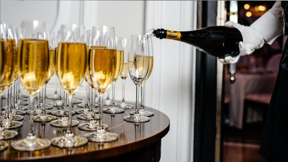 Россиянам посоветовали отказаться от распития шампанского в новогоднюю ночь