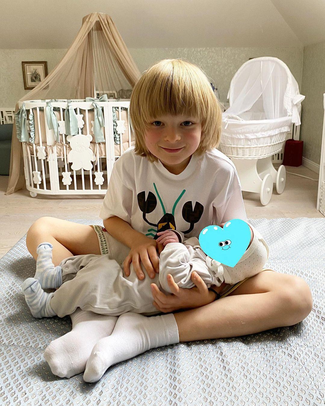 7-летний Александр Плющенко с братом Арсением, Instagram