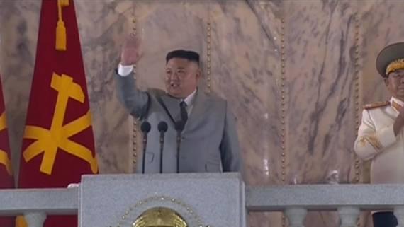 Ким Чен Ын извинился за свои ошибки и прослезился