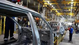 Производство автомобилей в России, по оценкам министерства промышленности и торговли, сократилось на четверть