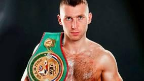 Боксёр Сироткин нокаутировал Денниса на турнире в Минске