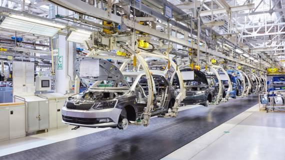 Производство автомобилей в России упало на четверть