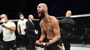 Скандальный боец Чимаев продолжает провоцировать UFC