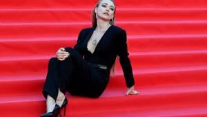 Оксана Акиньшина пришла на кинофестиваль с полуобнаженной грудью